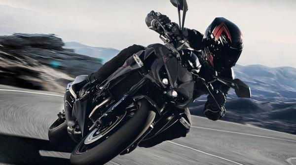 Kawasaki Z1000 on track