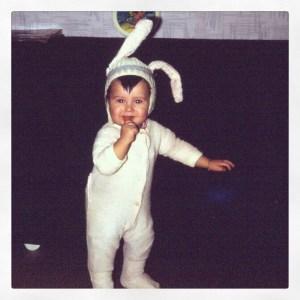 Olivier Genevois à 2 ans ridiculement déguisé en lapin.