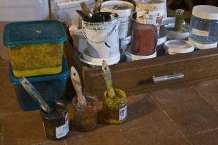 Peintures suédoises fabriquées avec des pigments naturels, de la farine, de l'huile de lin et du savon noir