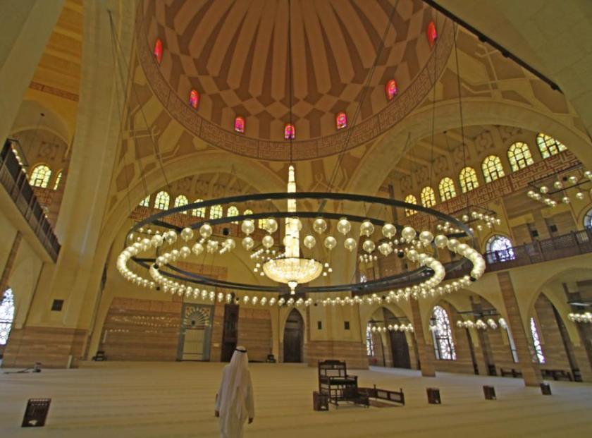 Bahrain-Al-FatehMosque-11AUG13-01