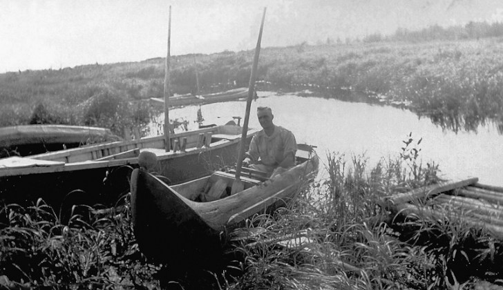 An unidentified German PoW in a dugout canoe rigged for sailing. Photo courtesy Riding Mountain National Park.