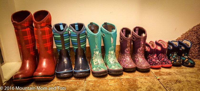 How to dress kids for winter play boots