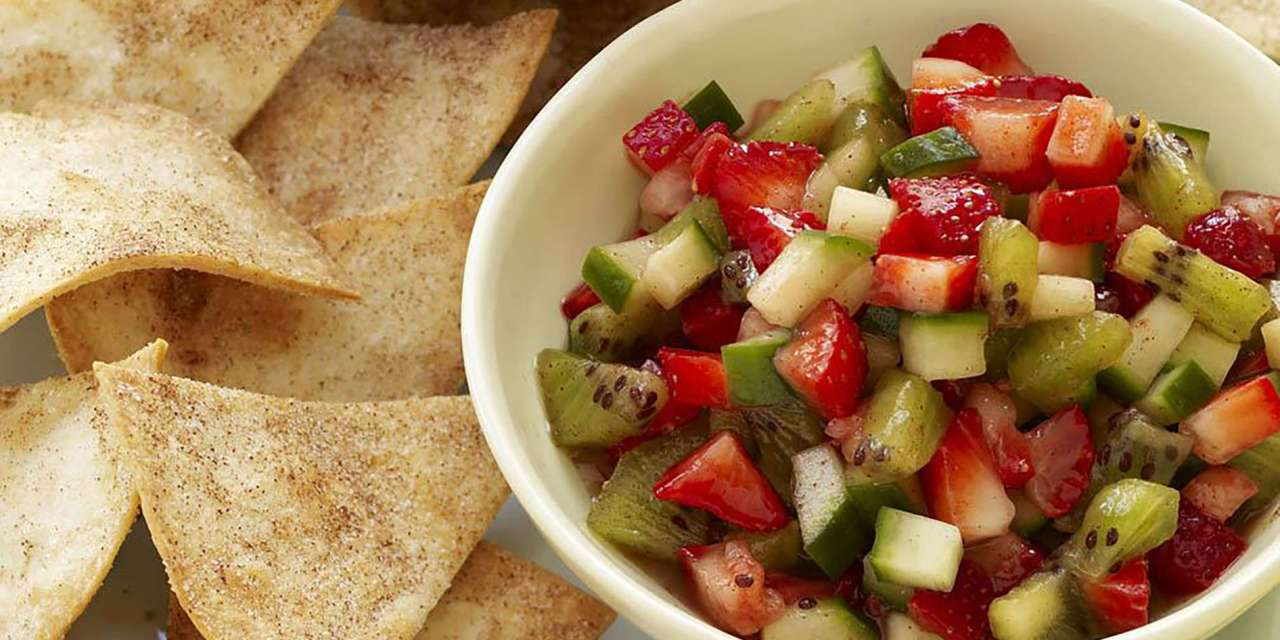 Cool Strawberry Salsa with Cinnamon Tortilla Chips ...