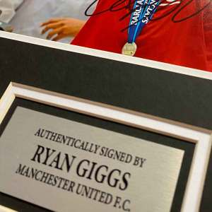 ryan giggs autograph up close
