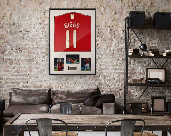 authentically signed ryan giggs autograph background