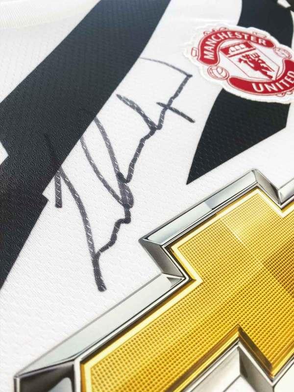 authentically-signed-marcus-rashford-away-framed-shirt-up-close