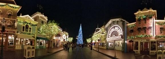 MOONLIGHT MAGIC brings DVC members holiday cheer, characters, and treats at Disneyland