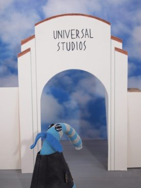 Arnold looks at the Universal Studios entrance
