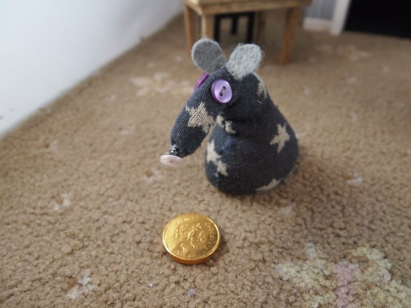 Vincent finds a single gold chocolate coin on the floor