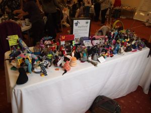 A table covered in lots of different vaarks,