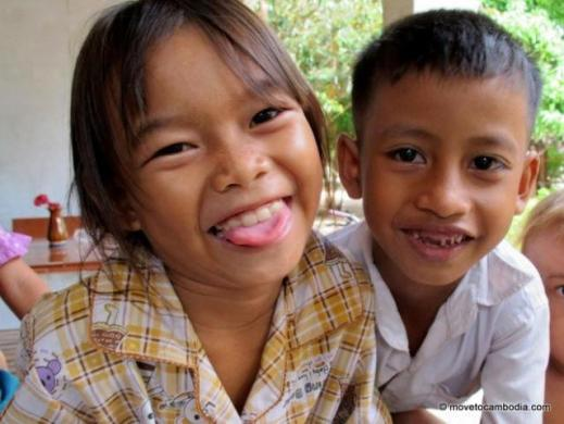 volunteer Cambodia kids