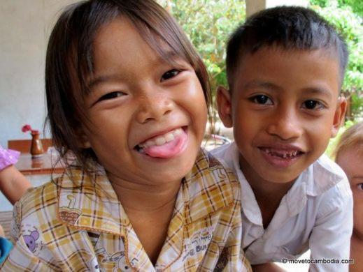 volunteer Cambodia kids