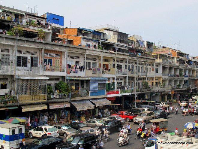 Street scene in Phnom Penh outside Orussei Market