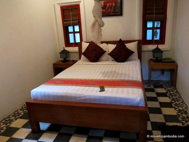 Golden Banana Bed & Breakfast room