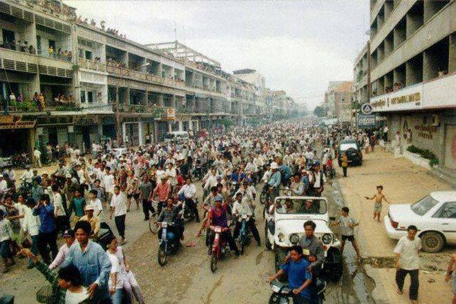 Phnom Penh protests 1998