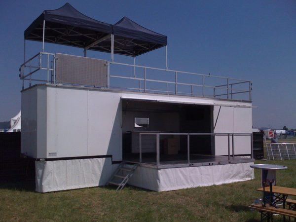 Eventrailer mit Bühnenpodest, Eventtrailer mit Balkon, Eventtrailer mit Terrasse