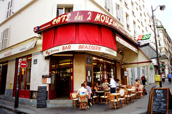 Amelie film location: Cafe; les Deux Moulins, Montmartre, Paris