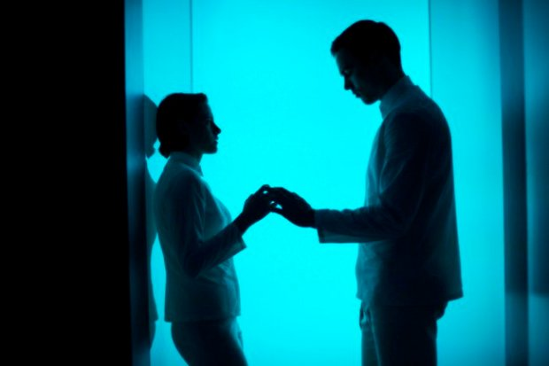Nia (Kristen Stewart) and Silas (Nicholas Hoult) are confused and tormented by their nascent attraction in Equals