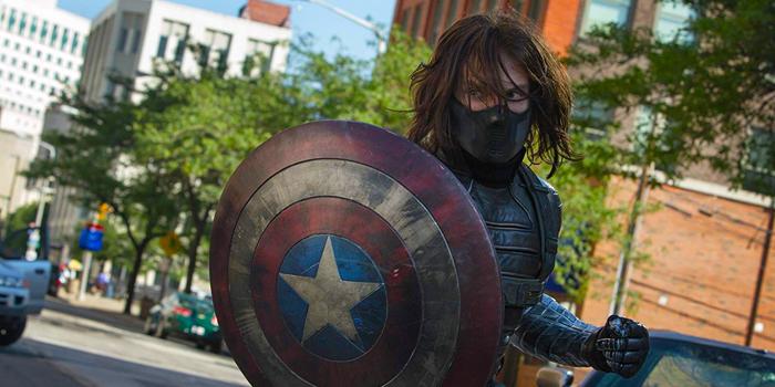 Bucky Barnes met Captain America-schild