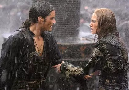 Elizabeth Swann (Keira Knightley) and William Turner (Orlando Bloom) in Pirates of the Caribbean 3
