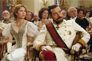 Jessica Biel en Rufus Sewell in The Illusionist