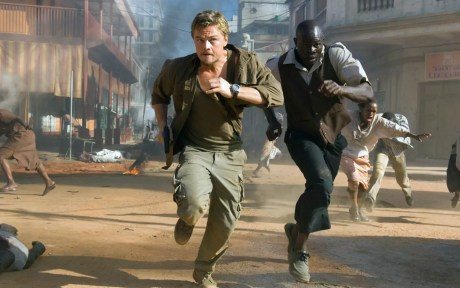 Leonardo DiCaprio en Djimon Hounsou in Blood Diamond