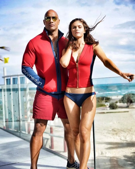 De nieuwe Baywatch dames met Dwayne 'The Rock' Johnson en Alexandra Daddario