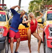 De nieuwe Baywatch dames met Dwayne 'The Rock' Johnson en Kelly Rohrbach