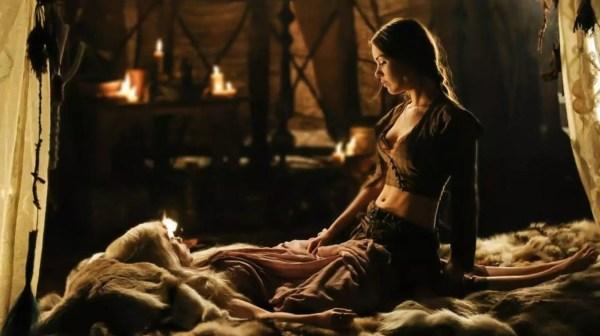Emilia Clarke in sappige lesbische seksscene van Game of Thrones