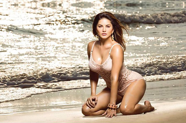 Calendar April Java : Sunny leone looks hot in her new beach photoshoot