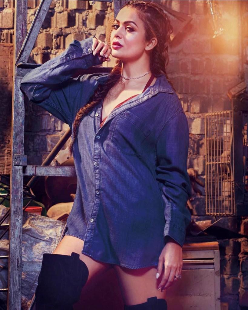 Malaika Arora and Amrita Arora Photoshoot for Hi! Blitz Magazine India March-April 2017 Image 3