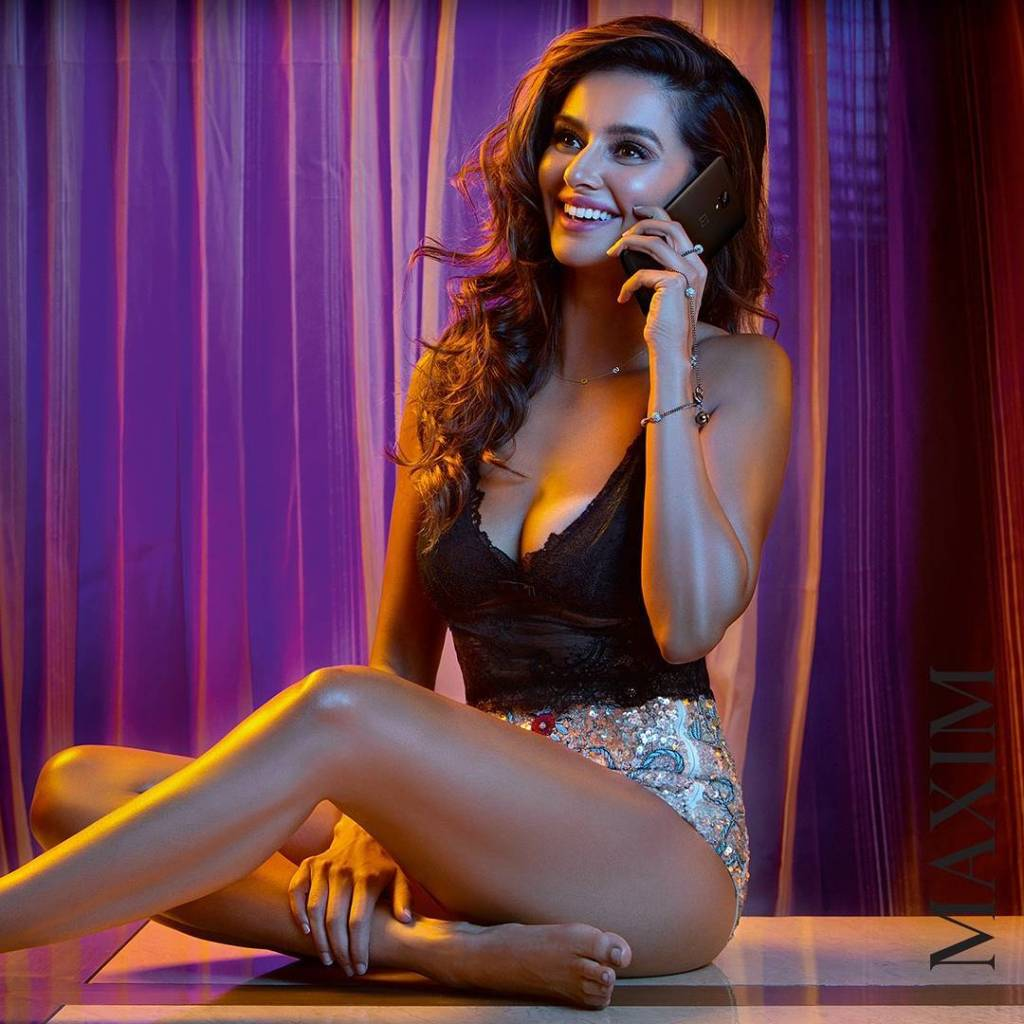 Shibani Dandekar Photoshoot for Maxim India Magazine April 2017 Image 2