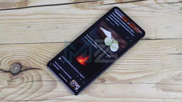 Using the Moto Edge 20 Pro screen