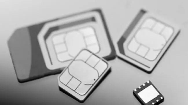 eSIM junto con distintos tarjetas SIM