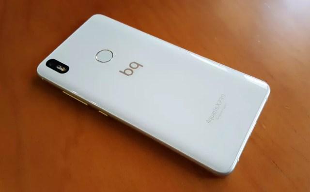 BQ Aquaris X de color blanco