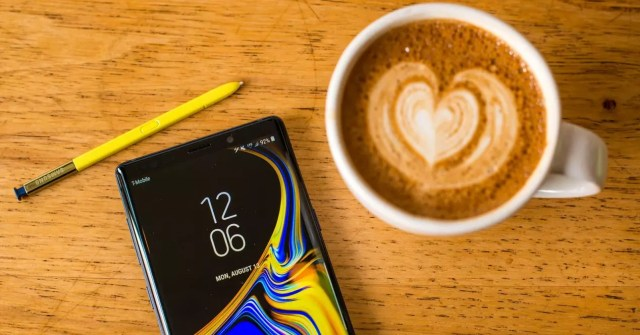 Samsung Galaxy℗ Note 9 y café