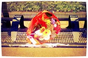 Geluk is de kunst om een boeketje te maken met bloemen uit je naaste omgeving. Robert Hutchings Goddard