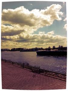 De rivier heeft gisteren meegevoerd en brengt het nooit terug. Larry McMurtrey
