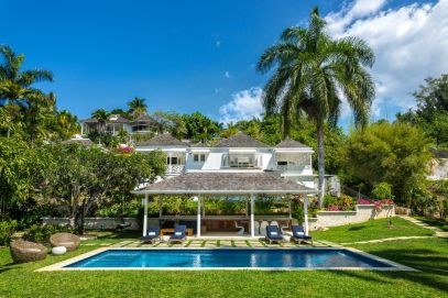 Villa Garden and pool