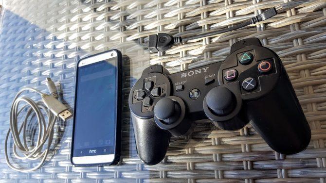 Téléphone Android et contrôleur PS3