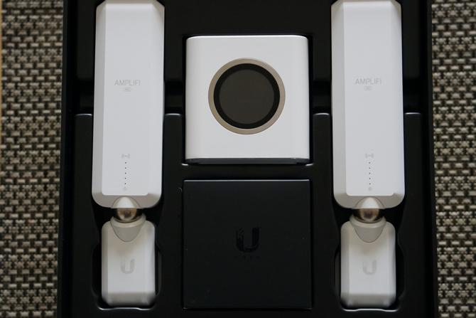 AmpliFi HD: le meilleur système Wi-Fi domestique sur le marché amplifi dans la boîte