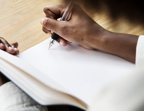 rédaction d'un journal d'accomplissement