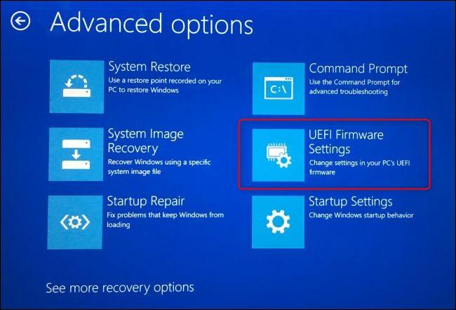 La opción UEFI FIrmware Settings en la pantalla de opciones de arranque avanzadas de Windows 10.