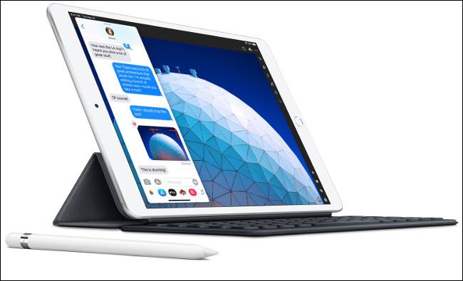 L'iPad Air 2020 avec un clavier intelligent et un crayon Apple.