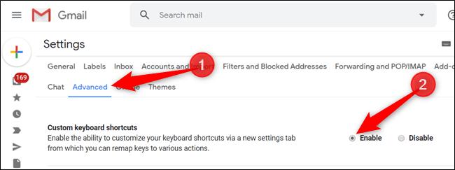 """Cliquez sur """"Avancé"""", puis sur le bouton à côté de """"Raccourcis clavier personnalisés"""" pour les activer."""