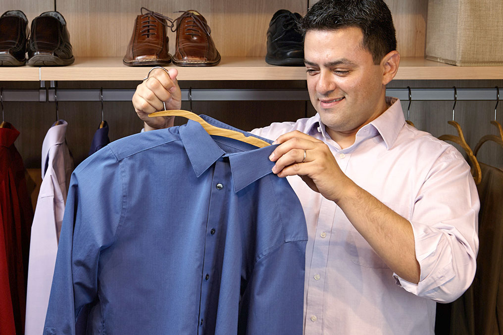 Bamboo Mozu Hanger being used with full buttoned shirt