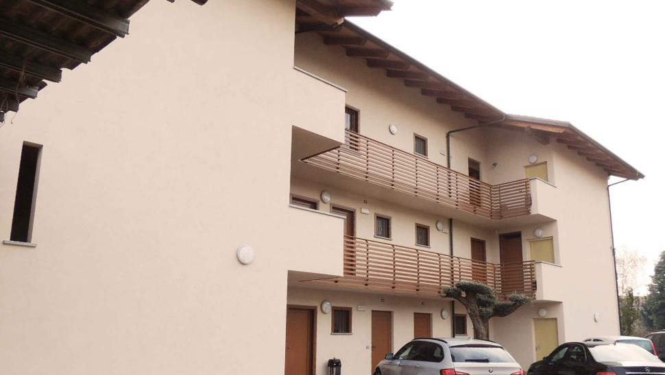Edificio 4 piani legno vinovo esterno - Tetto Legno BBS edificio 600mq retro - mozzone building system