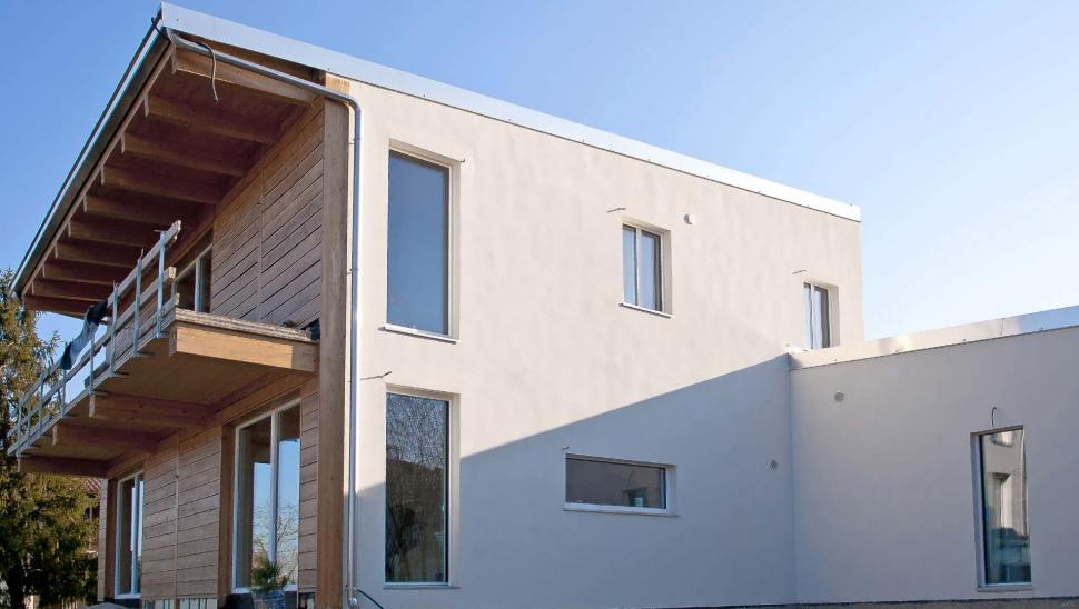 Casa indipendente in legno bbs a due piani a cherasco for Piccoli piani di casa a 2 piani