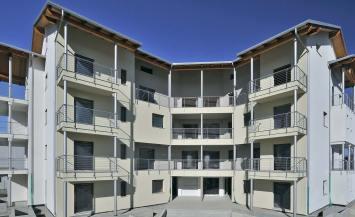 Condominio in legno a Piossasco di 5 piani con pannelli fotovoltaici