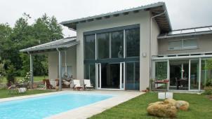 Villa in legno a due piani a Giaveno - facciata